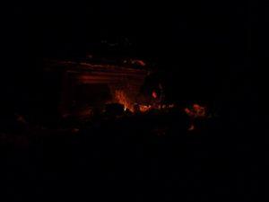Feuer und Hütte
