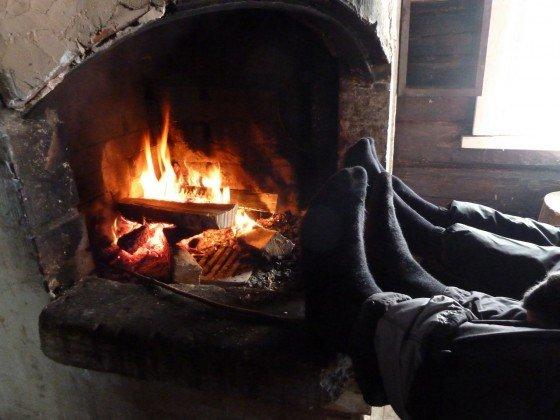 Merinosocken am Feuer