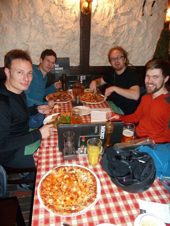 Pizza vor der Tour