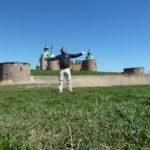 Dennis Eipel vor dem Schloss Kalmar