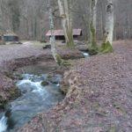 Der Platz und die Hütten