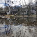Haus Wildenrath spiegelt sich im Wasser